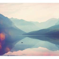 Papier peint paysage montagne dans la brume