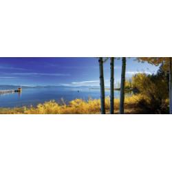 Foto panorámica del lago en otoño