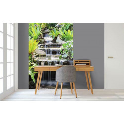 Tenture murale zen avec une belle cascade naturelle