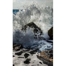 Tenture murale vague sur des rochers à l'océan