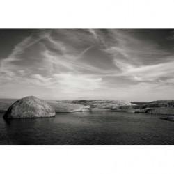Papier peint paysage noir et blanc zen : rochers dans la mer