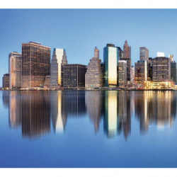 Poster Manhattan panoramique et ses buildings qui se reflètent dans le fleuve