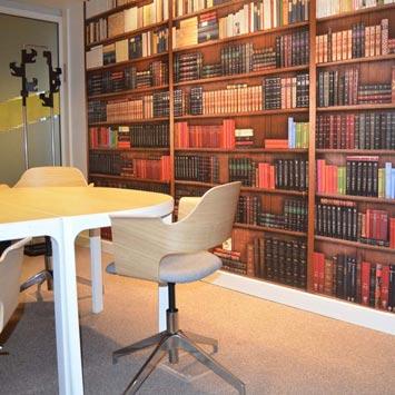 Papier peint bibliothèque dans un bureau