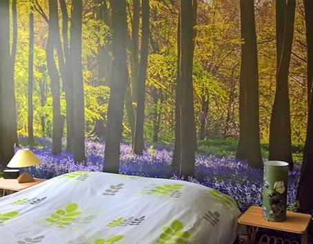 Papier peint forêt en tête de lit