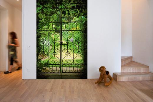 Poster fausse porte donnant sur le jardin