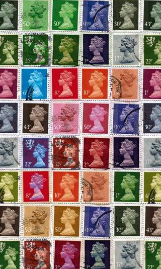 Tenture suspendue timbres reine d'Angleterre pop art